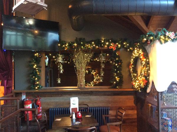 Pre-Lit Wreaths & Garland